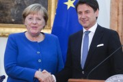 "CONTE-MERKEL ""SERVE GESTIONE EUROPEA DEI MIGRANTI"""